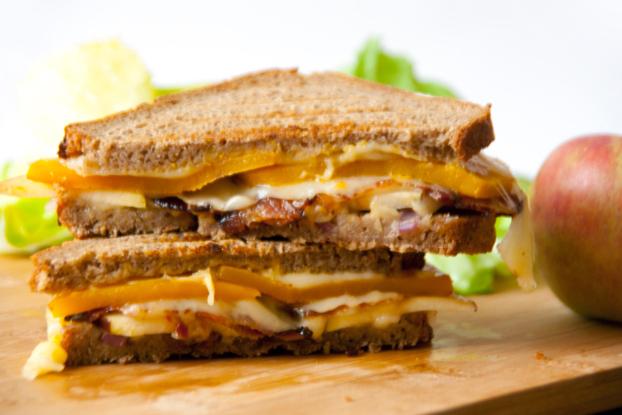 Grilled Cheese Sandwich mit Kürbis und Speck