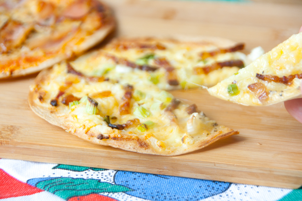 Pizza mit Tortilla als Boden
